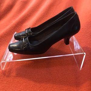 Size 7 Navy Blue Low Heel Shoe